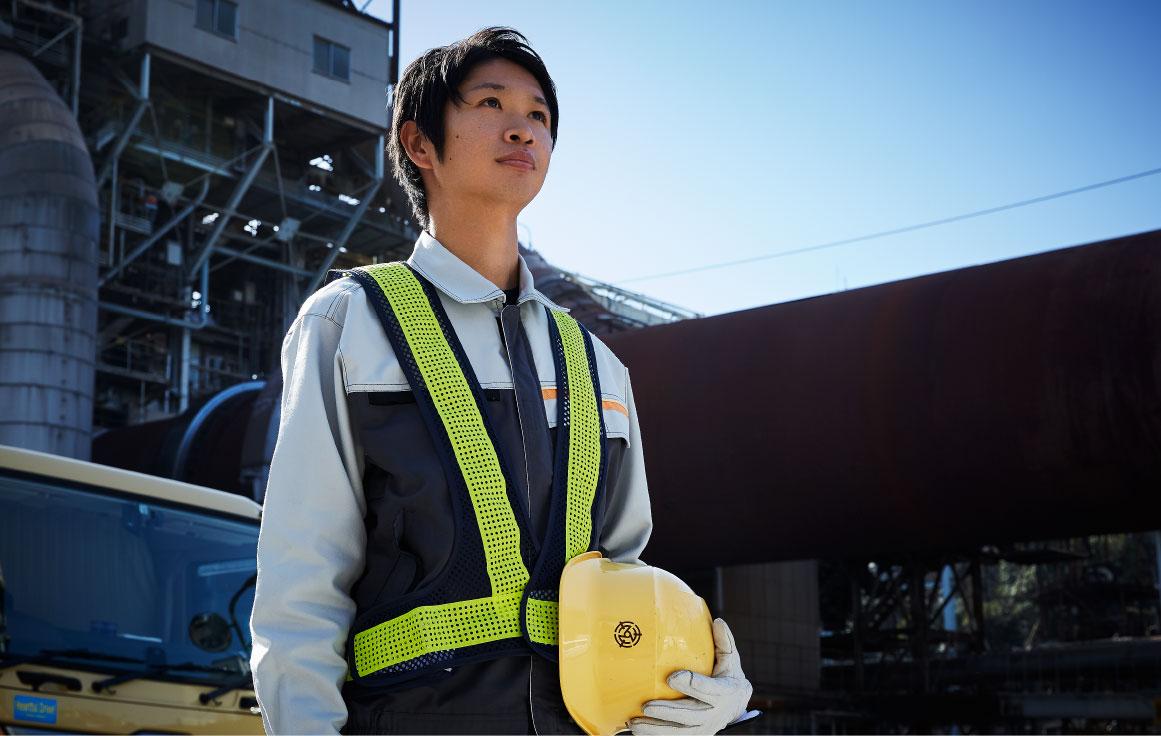 環境資源事業部のスマホ人物写真
